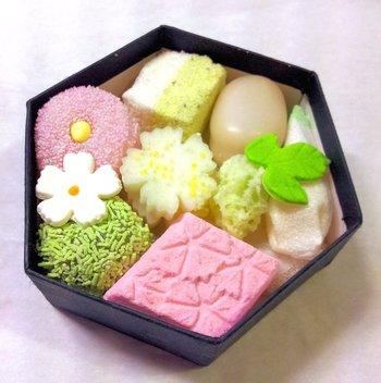 京のよすが(小箱)も夏らしい色合いに。季節を爽やかに感じさせてくれるひと品です。