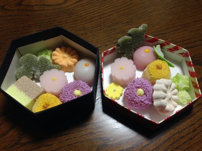 京のよすがは内部が二段あり、ボリュームもいっぱいです。人と差を付けられるお茶菓子なので、茶話会などの手土産にするのもおすすめですよ。