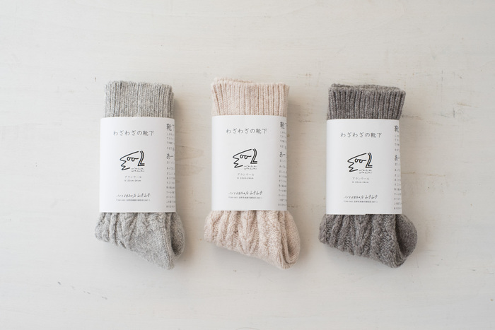 カラーのバリエーションは「グレー」「オートミール」「モカ」の3種類。包装も可愛いので、破っちゃうのを躊躇してしまいそう…。ソックスの製造秘話も書かれていますので、ずっと大切に扱いたくなる…そんな真心こもった靴下です。