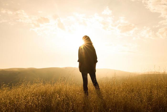 今回様々な朝習慣をご紹介しましたが、まずは挑戦してみたいことから始めてみましょう。 自分ができそうなことから取り組むと、朝活が習慣化されやすくなります。 そしてはじめのうちは、起床時間をほんの少しだけ早い時間に設定しておくのもポイントです。 徐々に体を慣らしながら、早起きにシフトしていってくださいね。 みなさんもぜひ朝時間を上手に使って、充実した毎日を過ごしましょう!