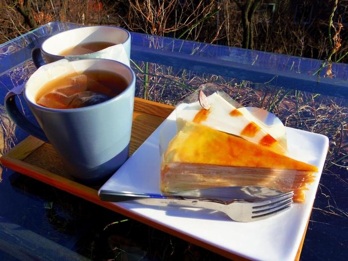 サンモトゥンイではドリンクだけでなく、ケーキなどのスイーツ類も豊富に取り揃えられています。美しい景色を眺めながら、贅沢なティータイムを楽しんでみてくださいね。