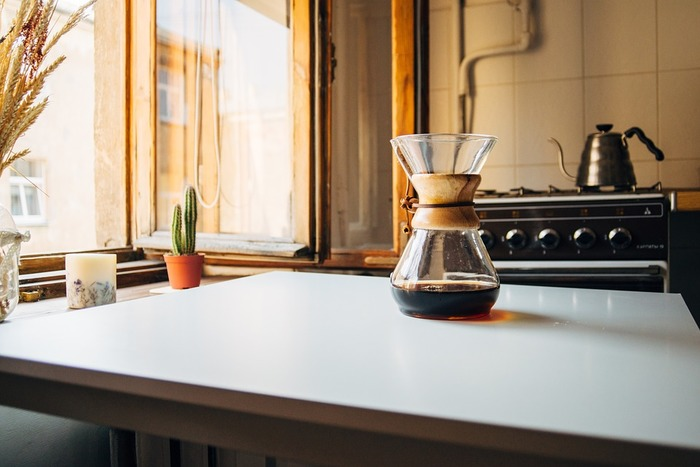 キッチン回りにはペパーミントの香りがおすすめ。空気のリフレッシュに適していて、臭いがこもりがちな場所にぴったり。ご紹介した三か所は、エアコンを使用したり湿度が変化しやすい場所。香りを楽しみながら、空気中の潤いもケアすると◎