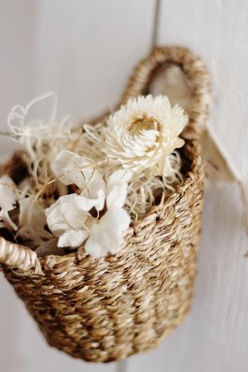 造花やポプリを入れてちょっとしたお部屋のアクセントに♡お花があるとパッと明るくなります。 こちらは自分で好きな色に塗ったもの。少し手を加えるのも楽しいですね。