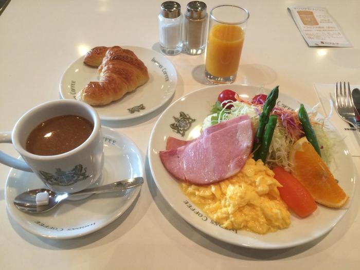 こちらは、モーニングのセット  野菜も果物も色鮮やか!素敵なセットですね(^^♪ 観光客にホテル並みの朝食を食べて貰って、ゆっくり京都を楽しんでもらいたい!というあたたかい思いがこもっているそうですよ!