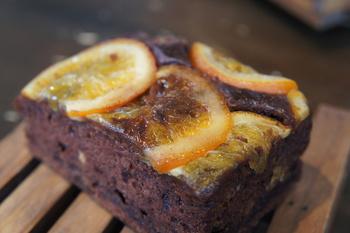 自家製の無添加の天然酵母のパン工房「GO-PANJA'S 」。各種パンの他にもおやつタイムに活躍してくれそうなパンブラウニーも販売されていて、色々試してみたくなります。