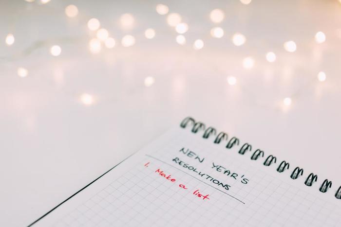 お正月に新年の目標を立てた方もいらっしゃるかと思います。まず「こうなりたい!」と思う自分の理想の姿を具体的に書き出し、今の自分とのギャップを埋めるために何をすればいいか考えてみましょう。その中で、今月中にすぐできる事をカレンダーのページにいくつか書き留めます。