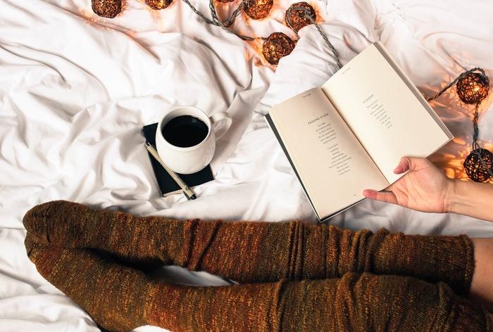 気になっていた本をしっかり読むチャンス!静かな夜の時間は、本の世界に浸るのには最適です。お気に入りのアロマを焚いたり、薄く音楽をかけたり、居心地のいい空間の中で読書を楽しみましょう♪休日の前の日、帰り道に書店に立ち寄るのが楽しみになりそうですね♡