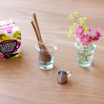 フォルムが美しいグラスをフラワーベースとして。気軽にお花を挿すことができ、おしゃれに華やかになります。