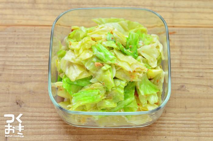 キャベツの消費に困るときありませんか?こちらは1/2玉を使ったすぐに出来るお手軽レシピ。梅の酸味をマヨネーズがマイルドにしてくれます。