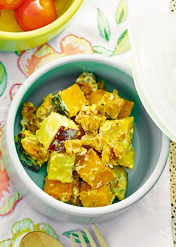 ほっくりかぼちゃとサツマイモのサラダは、香ばしいくるみが食感のアクセント!お弁当の彩りおかずにもぴったりです。