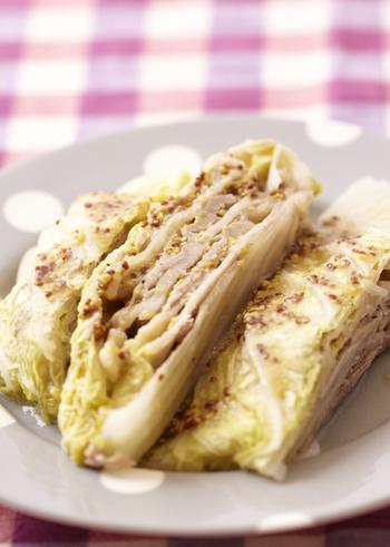 豚肉の旨みが白菜にじゅわっと染み込んだ、見た目にも美しいミルフィーユ仕立ては、マスタードがアクセント!白菜の代わりにキャベツを使ってもOKです。