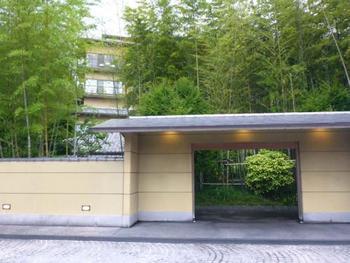 有馬温泉の老舗旅館「欽山」には、檜風呂付の特別室と至福のエステに、A5ランクの神戸牛セイロ蒸しなどがついた懐石など豪華な内容が盛り込まれた母娘旅プランがあります。