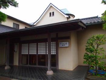古都鎌倉は、歴史・文化の香り高く、四季折々の美しい自然にも恵まれた地。また、おしゃれなカフェなど素敵なお店も多く、母も娘も楽しめるおすすめの旅先。女同士、おしゃべりを楽しみながら散策するのもいいですね。写真の「かいひん荘鎌倉」では母娘旅プランがあり、特典もあるようです。