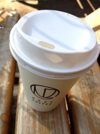コーヒー販売のみなので、店内へのパンやスイーツの持ち込みがOKなのも嬉しいところ。 また、テイクアウトもできるので、コーヒー片手に世田谷公園でまったりするのも良いですね♪