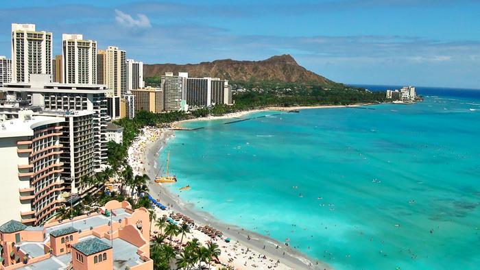 行先に悩んでしまうなら、やはりハワイでしょうか…。だれでも楽しめて、はずれがないのでは?リゾートでは、母娘でゆったり過ごせるホテル選びがポイントになってきますね。