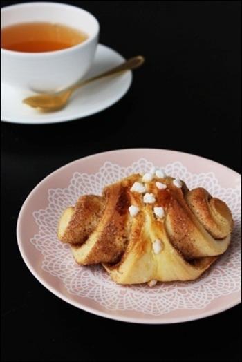 かもめ食堂のシナモンロールのレシピをもとに作ったこちら。これがフィンランドの伝統的なシナモンロールの形なのだとか。