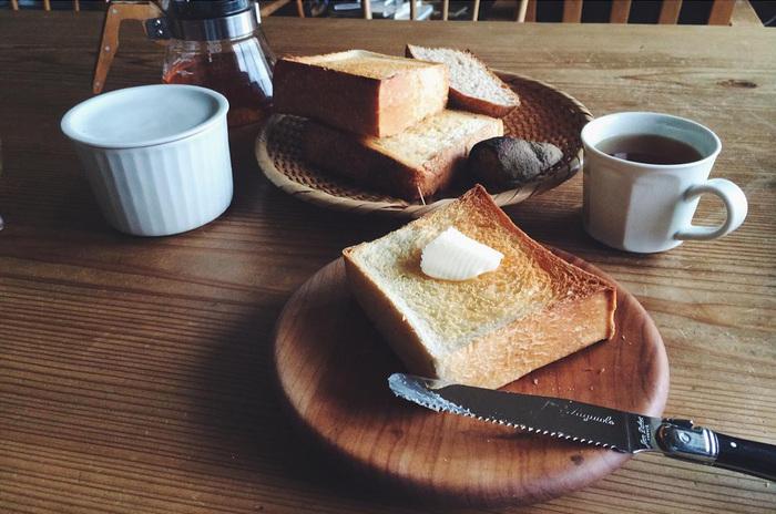 8枚切りにするとカリカリ食感が楽しめ、厚切りになるほどもっちりとした食感に。関東では6枚切りが主流ですが、関西では4~5枚切りといった厚めのものが好まるという地域差もあるようです。