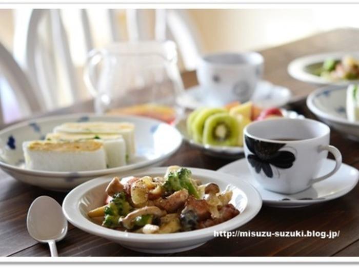 濃厚でクリーミーなホワイトソースで煮込んだワンタンの皮がモチモチの食感。フライパン1つで作れる簡単レシピというのも嬉しい♪