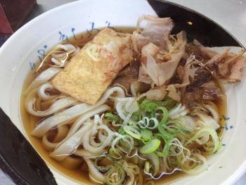 薄く平らな麺が特徴のきしめん。つるっとした軽い食感が魅力の名古屋のソウルフードです。