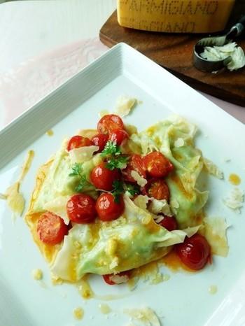 """イタリア料理の""""ラビオリ""""を、ワンタンの皮を代用して手作り。ワンタンのツルン♪としたパスタとは違った食感が新鮮です!"""