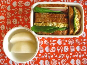 フランスパンのサンドイッチなら、お弁当にもマスト! 朝食べたフランスパンをお弁当にアレンジするのもいいですね。