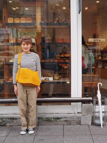 きちんとした縫製なので、カジュアルだけど砕けすぎない美しさがあります。街歩きにも便利なのがアトリエペネロープのショルダーです。