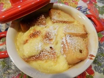 フランスパンのパンプディングで上級スイーツ☆ フランスパンがたくさん余ってしまったら作ってみたい一品です。 甘いものが大好きな女性には最高のパンプディングです!