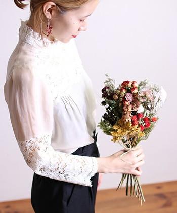 重くなりがちな冬のコーディネートを、ぱっと明るくしてくれる『白』を上手に取り入れた着こなしをご紹介しました。マンネリな毎日に『白』を取り入れて、もっと冬のコーディネートを楽しもう♪