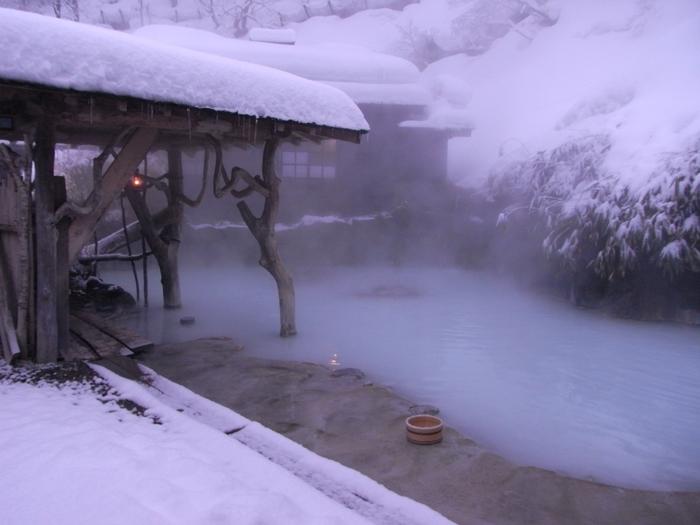【画像は、乳頭温泉郷、最古の温泉宿「鶴の湯」】
