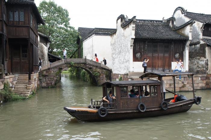 遊覧船のデザインもレトロで趣があります。派手ではありませんが、しっとりとした大人向けの観光地といった印象です。