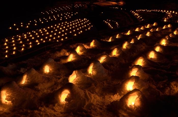 【画像は、湯西川温泉の「湯西川温泉かまくら祭」の一コマ。幻想的な風景は、忘れられない思い出に。】