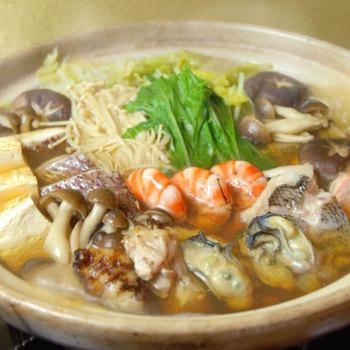 こちらは冬の限定メニューで、メインは牡蠣のお鍋です。