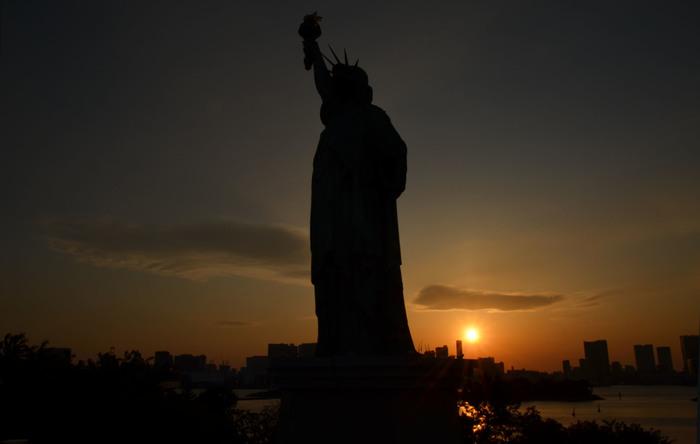 都内の夕日スポットと言えば、お台場! 自由の女神とのコラボが見れるのは貴重なスポット。