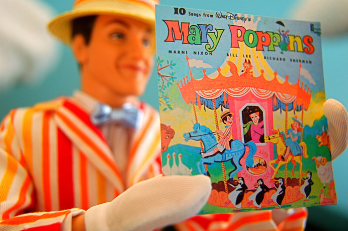 イギリスの児童文学「メアリー・ポピンズ」にも、クリスマスに子供たちと星形のジンジャーブレッドを作っています。ヨーロッパでは生活に馴染んだお菓子なんですね。