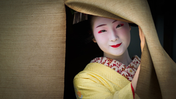 京都で「ぶぶ漬けどうどす?」と言われたら「どうぞお帰り下さい」の意味である…というお話は有名ですが、実はそうではありません。京都はもともとおもてなし精神の高い土地柄。京都人として「何もありませんがどうぞゆっくりしておくれやす」という気持ちの現れとも言われています。そんな逸話が出るほど京都にはお茶漬け文化が根付いているのですね。