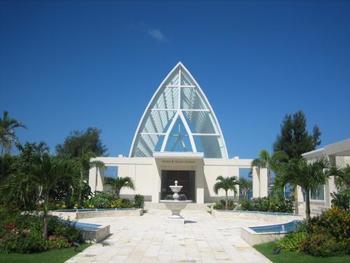 ホテルのまわりには教会も。