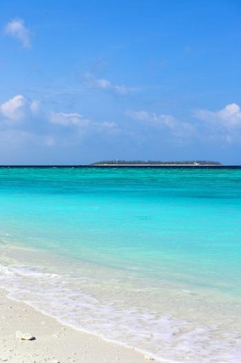 遠くに見える、水平線に浮かぶ島々の景色を見ながらのんびりお散歩。 そんな1日があってもいいですね。