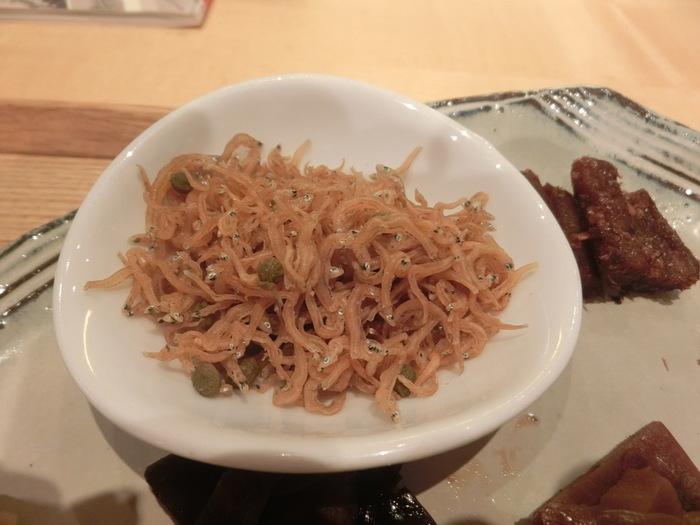京都のちりめん山椒は煮詰めてしっとりしたタイプではなく、実山椒を効かせてパラパラに仕上げた大人の味。ちりめんじゃこの柔らかさもしっかり残っています。