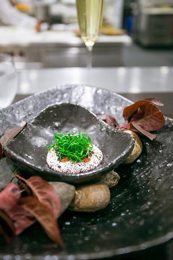 味を引き立てるために、料理に添えたり調理で加えたりする香味野菜。香味野菜が添えられている事で食欲増進したり、お料理の味が引き立ったりしますよね。