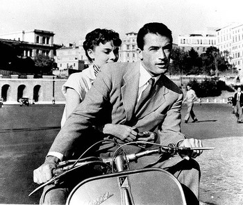 映画ローマの休日でもおなじみの真実の口は、ローマに来たなら絶対に立ち寄ってみたいスポットですよね!