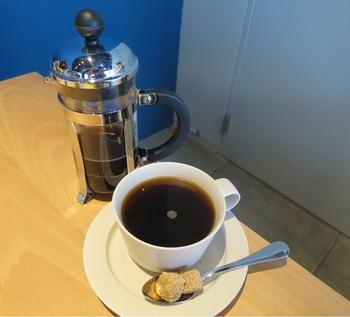 コーヒーは『レインフォレスト』『ガテマラ』、紅茶では、『アールグレイ』『ダージリン』、そして『宇治茶』など、すべてオーガニックに統一されています。