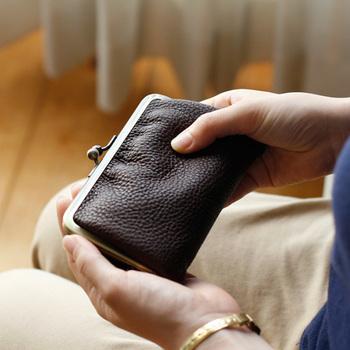 新たな生活をスタートさせる春のシーズン。真新しい機能的なお財布で気分も入れ替えてみませんか?