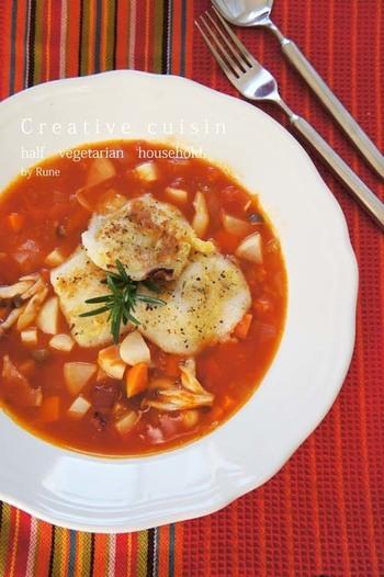 トマトスープといえばミネストローネ♪という方も多いのではないでしょうか?そこにカリカリのお餅を入れた、香り豊かなスープです。手が込んでいそうで意外と簡単!ぜひチャレンジしてみて下さい。