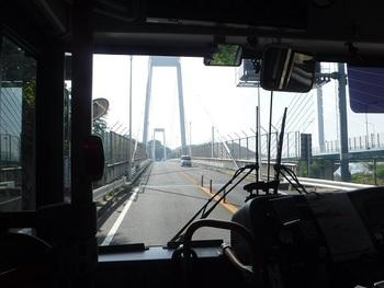 しまなみ海道は、バス移動もOK。尾道⇔今治間の直通高速バスをはじめ、路線バスが島をつないでいます。