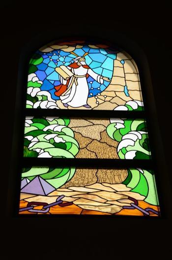 こちらはモーセの十戒の一場面。
