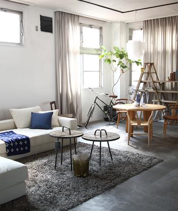 「ALGORHYTHM(アルゴリズム)」は、家具などのインテリア全般から小物まで取り扱っていて、空間提案をしてくれている素敵なお店。雑貨の飾り方など、勉強になること間違いなしのおしゃれなお店です。