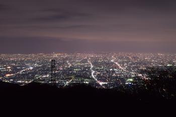 もちろん、とっぷりと夜の帳が降り輝きを増した風景も、存分に堪能してください。