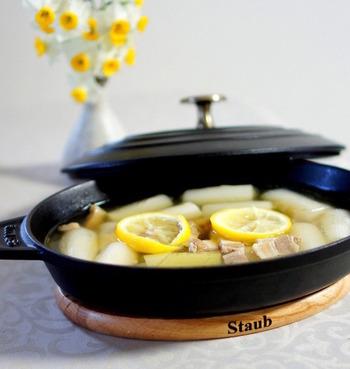 風邪を引きがちな寒い季節にチャレンジして欲しいレシピです。柚子の香りと一緒に体の中からあたたまります。