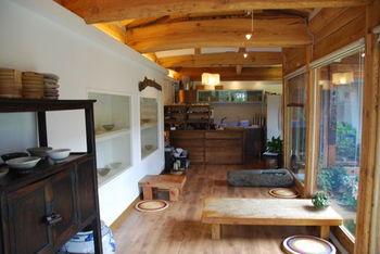 外観は風情がありますが、店内はシンプル&ナチュラルなデザインになっています。伝統家屋を今の時代に合わせて、うまくリノベーションしていますね。