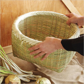 しっかりとしたつくりで耐久性もバツグン。根菜類などの野菜を入れても重みでへたることがありません。